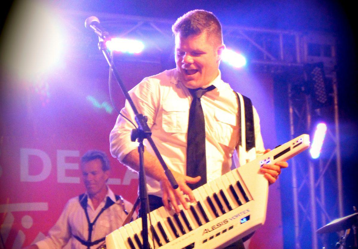 Nic Carey (claviers, voix et keytar)